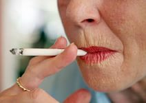 Курение вызывает мимические морщины лица
