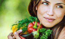 Правильное питание предупреждает преждевременные мимические морщины лица