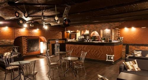 Анти кафе Арт сквер. В этом зале мы будем пить кофе и общаться.