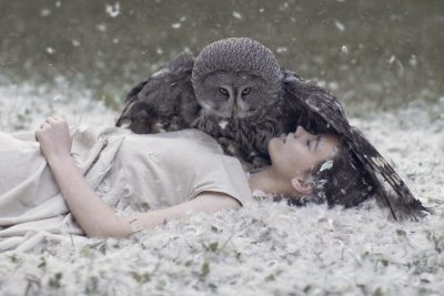 snow-model-nature-owl-women-feathers-lying-down